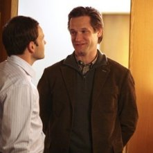 Jonny Lee Miller e Matt Letscher nel Pilot di Eli Stone
