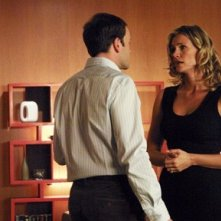 Jonny Lee Miller e Natasha Henstridge nel Pilot di Eli Stone