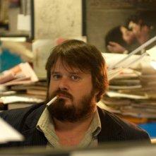 Giuseppe Battiston in una sequenza del film Amore, bugie e calcetto: