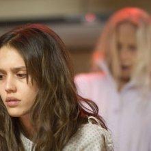 Jessica Alba in una sequenza inquietante del film The Eye