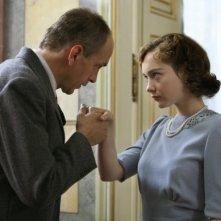 Cristiana Capotondi e Tomas Arana in una scena di 'Rebecca, la prima moglie'