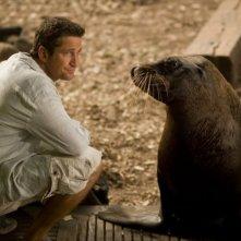 Gerard Butler in una scena del film Alla ricerca dell'isola di Nim.