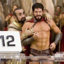 Ken Davitian e Sean Maguire in una scena del film 3ciento - Chi l'ha duro... la vince