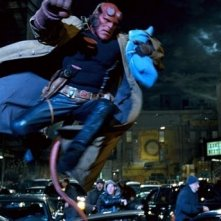 Ron Perlman in una scena di Hellboy 2