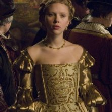 Scarlett Johansson in una sequenza de L'altra donna del re