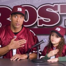 Dwayne Johnson e Madison Pettis nel film Cambio di gioco