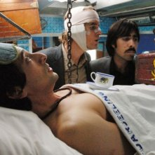 Jason Schwartzman, Owen Wilson e Adrien Brody in una sequenza de Il treno per il Darjeeling diretto da Wes Anderson