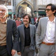 Owen Wilson, Jason Schwartzman e Adrien Brody in una scena de Il treno per il Darjeeling
