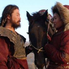 Tadanobu Asano e Khulan Chuluun in una scena del film Mongol