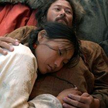 Tadanobu Asano e Khulan Chuluun in una sequenza del film Mongol