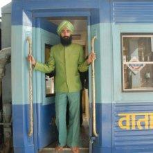 Waris Ahluwalia in una scena de Il treno per il Darjeeling