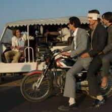 Wes Anderson, Adrien Brody, Jason Schwartzman e Owen Wilson sul set di The Darjeeling Limited