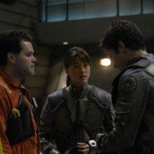 Aaron Douglas, Grace Park e Michael Trucco in una scena dell'episodio 'He Who Believeth in Me' della quarta stagione di Battlestar Galactica