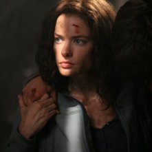 Gina Holden nei tunnel della miniera, da sostegno a suo fratello nell'episodio 'Wendigo'