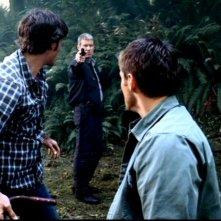 Jensen Ackles e Jared Padalecki si trovano sotto la minaccia dello sceriffo che non vuole che la verità venga a galla in 'Death in the Water' di Supernatural