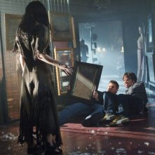 Jovanna Huguet incarna lo spirito di Bloody Mary che si materializza per uccidere Dean e Sam, interpretati da Jensen Ackles e Jared Padalecki in Supernatural