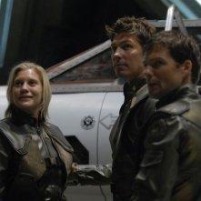 Katee Sackhoff, Jamie Bamber e Michael Trucco in una scena dell'episodio 'He Who Believeth in Me' della quarta stagione di Battlestar Galactica