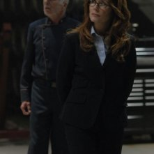 Michael Hogan e Mary McDonnell in una scena dell'episodio 'He Who Believeth in Me' della quarta stagione di Battlestar Galactica