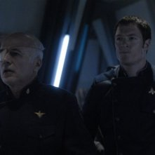 Michael Hogan e Tahmoh Penikett in una scena dell'episodio 'Six of One' della quarta stagione di Battlestar Galactica