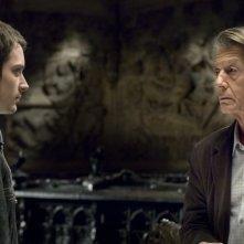 Elijah Wood e John Hurt in una scena del film Oxford Murders - Teorema di un delitto