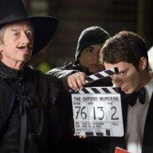 Elijah Wood e John Hurt sul set del film Oxford Murders - Teorema di un delitto