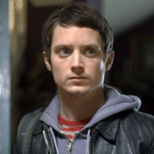 un irriconoscibile Elijah Wood in una scena del film Oxford Murders - Teorema di un delitto