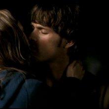 Jared Padalecki e Jane McGregor mentre si baciano nell'episodio 'L'Uomo Uncino' di Supernatural