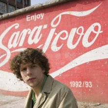 Jesse Eisenberg in una scena di The Hunting Party