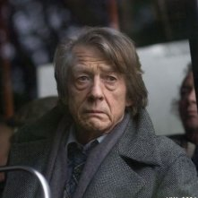 John Hurt in un'intensa scena del film Oxford Murders - Teorema di un delitto