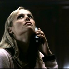 Kristin Richardson sente dei rumori sospestti provenienti dal piano di sopra nell'episodio 'Ritorno a casa' della serie Supernatural