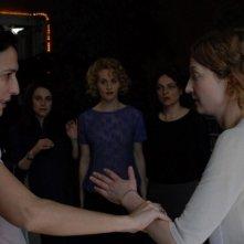 La regista Anna Negri con Alba Rohrwacher sul set del film Riprendimi