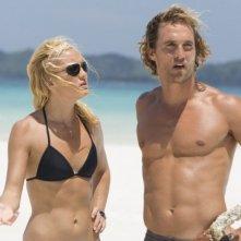 Matthew McConaughey e Kate Hudson in una sequenza dell'avventuroso Tutti pazzi per l'oro