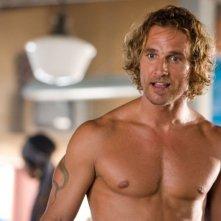 Matthew McConaughey in una scena del film Tutti pazzi per l'oro