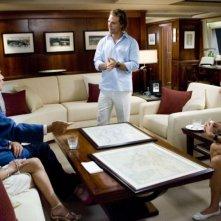 Matthew McConaughey, Kate Hudson, Donald Sutherland e Alexis Dziena in una scena del film Tutti pazzi per l'oro