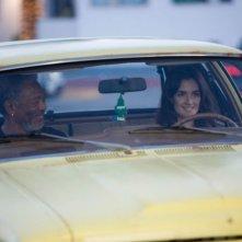Morgan Freeman con Paz Vega in una scena del film 10 cose di noi