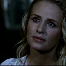 Samantha Smith mentre interpreta lo spirito di Mary Winchester nella serie tv Supernatural