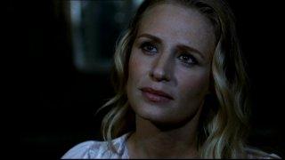 Samantha Smith mentre interpreta lo spirito di Mary Winchester nella serie tv Supernatural