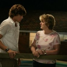 Brenda Blethyn e Khan Chittenden in una sequenza del film Il matrimonio è un affare di famiglia