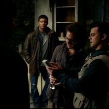A.J. Buckley, Travis Wester e Jensen Ackles nell'episodio 'La casa infernale' di Supernatural