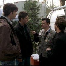 A.J. Buckley e Travis Wester con Jensen Ackles e Jared Padalecki nell'episodio 'La casa infernale' di Supernatural