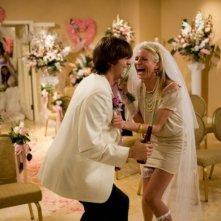 Ashton Kutcher e Cameron Diaz in una scena del film Notte brava a Las Vegas