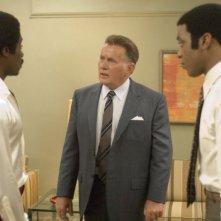 Chiwetel Ejiofor, Don Cheadle e Martin Sheen in una scena del film Talk to me