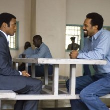 Chiwetel Ejiofor e Mike Epps in una sequenza del film Talk to me