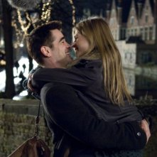 Clémence Poésy e Colin Farrell in una scena del film In Bruges - La coscienza dell'assassino