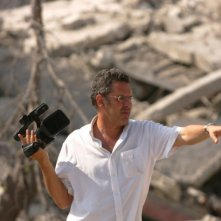 Il regista Philippe Aractingi sul set del film Sotto le bombe