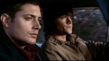 Jared Padalecki e Jensen Ackles in una scena di Supernatural (episodio 'Route 666' )