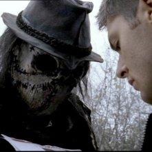 Jensen Ackles e Mike Carpenter nell'episodio 'Lo spaventapasseri' nella serie Supernatural
