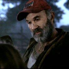 John Dennis Johnston, nel ruolo del patriarca, nell'episodio 'La famiglia Bender' del serial Supernatural