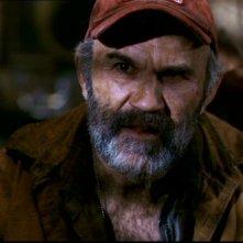 John Dennis Johnston, nel ruolo del patriarca, nell'episodio 'La famiglia Bender' di Supernatural