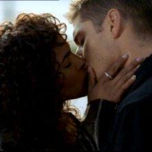 Megalyn Echikunwoke bacia Jensen Ackles nell'episodio 'Route 666' di  Supernatural